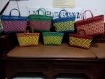 Model Tas Anyaman Pastik Kotak Warna Kombinasi