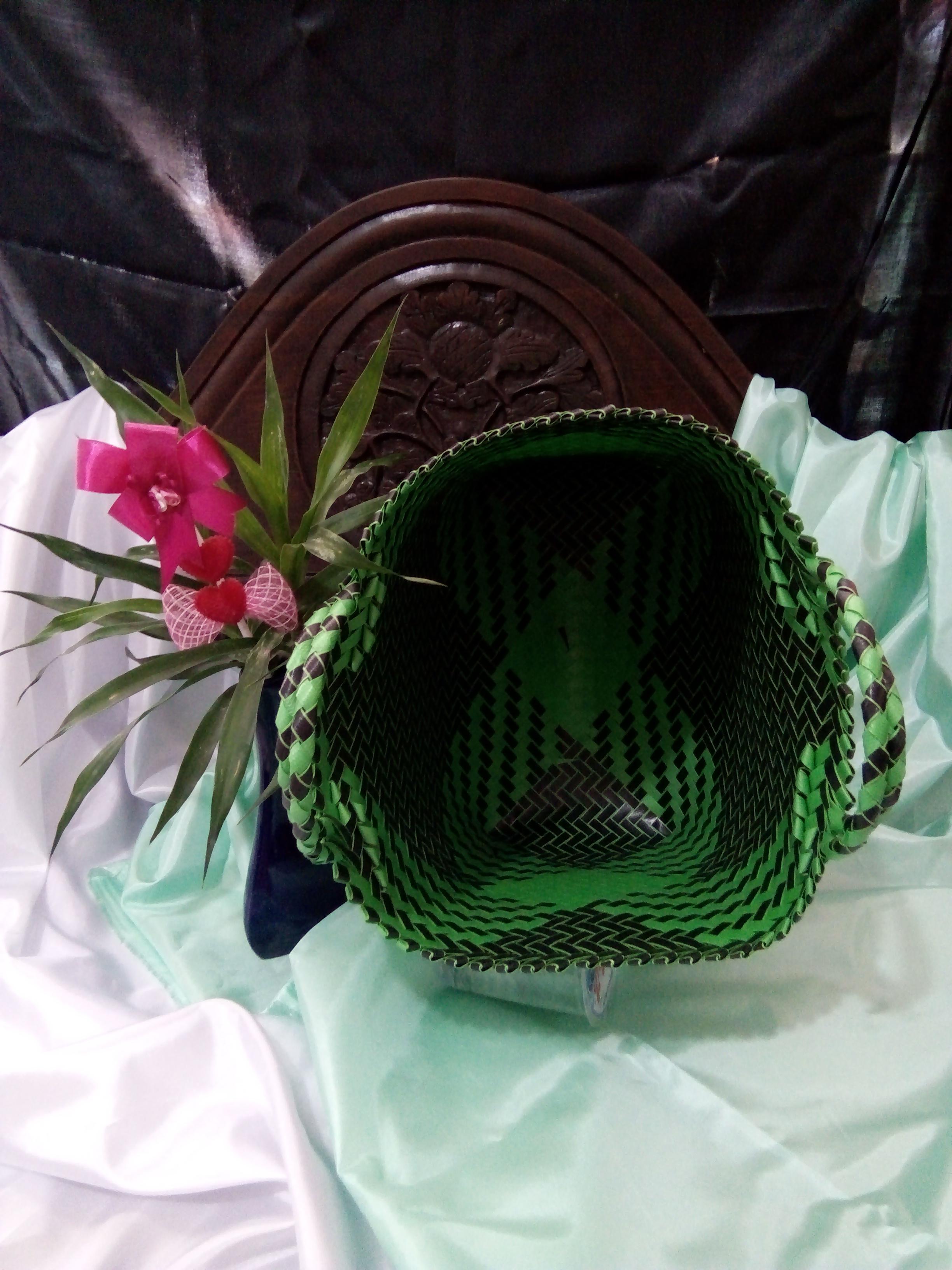 ukuran dan warna warni tas lurik