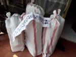 Proses Packaging Pengiriman Tas Anyaman Plastik