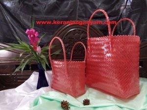 Tas Merah Kaca Anyaman Plastik Bening
