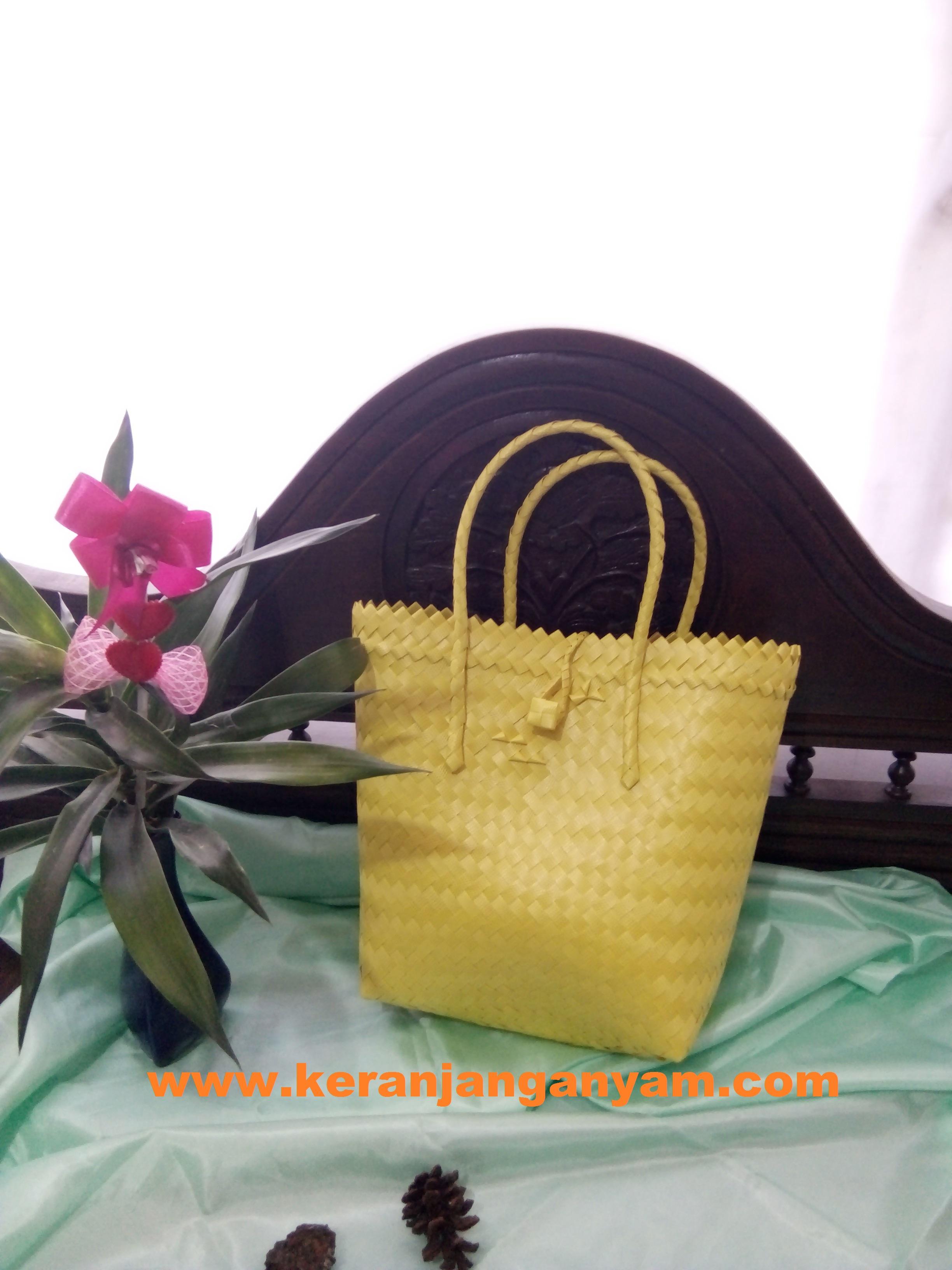 Tas Anyaman Plastik Doff Kuning Dengan Kancing